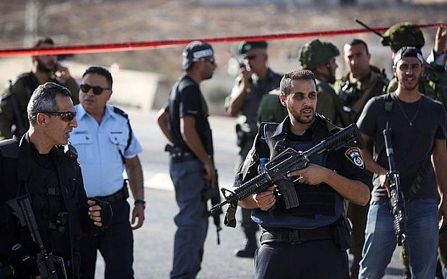 Israeli security forces seen at the scene where an Israeli soldier was severely wounded when she was stabbed by a Palestinian near the Adam junction, near the Hizme checkpoint north of Jerusalem. The stabber was shot and killed by security forces at the scene, the IDF said. October 21, 2015. (Yonatan Sindel/FLASH90)