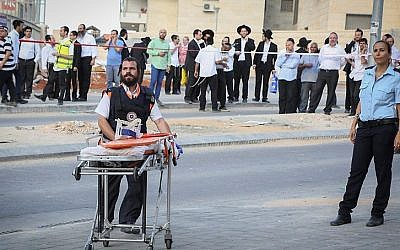 Israeli security forces at the scene where two terrorists were shot by police after attempting to carry out a stabbing attack in Beit Shemesh, on October 22, 2015. (Yaakov Lederman/Flash90)