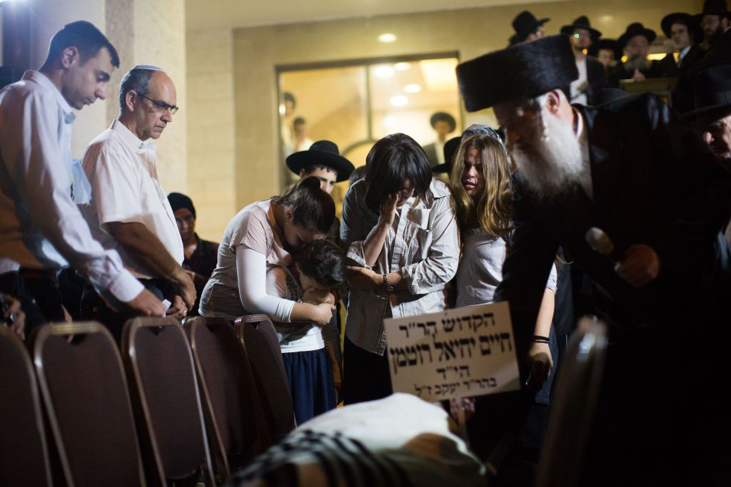 Mourners at the funeral of Toronto-born Rabbi Haim Rothman in Har Nof, Jerusalem on October 24, 2015. Rothman had been in a coma for the past 11 months, since he was wounded in a terror attack in Har Nof. (Photo by Yonatan Sindel/Flash90)