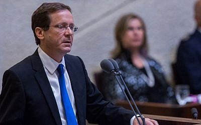 Zionist Union party leader Isaac Herzog speaks at a memorial ceremony marking 20 years since the assassination of Yitzhak Rabin, in the Knesset, October 26, 2015. (Photo by Yonatan Sindel/Flash90)