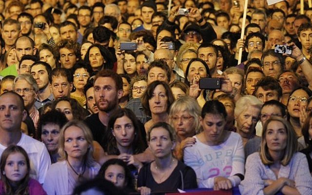 Thousands attend a rally marking 20 years since the assassination of the late Israeli Prime Minister Yitzhak Rabin at Tel Aviv's Rabin Square on October 31, 2015. (Miriam Alster/Flash90)