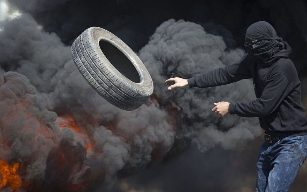 Palestinians burn tires during clashes with Israeli troops near Ramallah, West Bank, Friday, October 16, 2015. (AP/Majdi Mohammed)