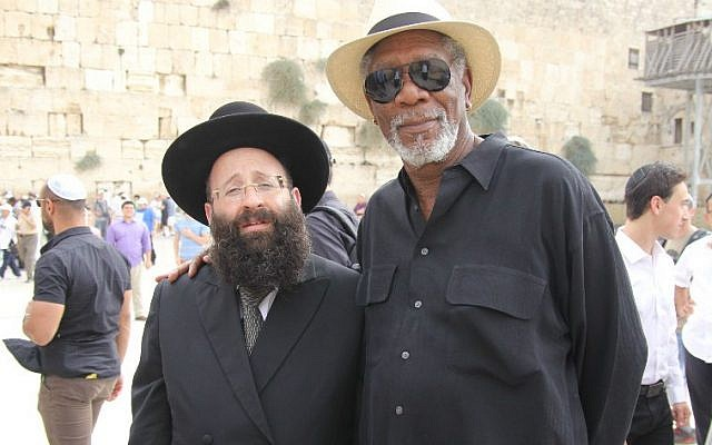 Morgan Freeman meeting with the rabbi of the Western Wall, Shmuel Rabinowitz, during a visit to the site on October 25, 2015. (Courtesy of the Western Wall Heritage Foundation)