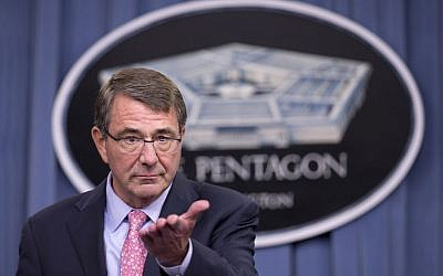 US Defense Secretary Ashton Carter speaks at a news conference at the Pentagon, September 30, 2015.  (AP/Manuel Balce Ceneta)