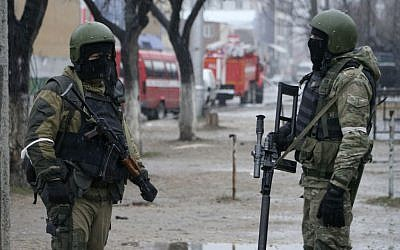 Illustrative photo of Russian special force soldiers during an anti-terrorist operation in Makhachkala, the regional capital of Dagestan, Russia, on January 20, 2014. (Abdula Magomedov/NewsTeam via AP, File)