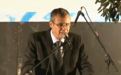 Likud Minister Yariv Levin addresses right-wing protesters at a demonstration outside the Prime Minister's Residence in Jerusalem on October 5, 2015. (screen capture)