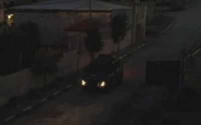 A border police patrol allegedly makes threats to Palestinian residents of the Aida refugee camp in the West Bank on October 29, 2105 (YouTube screen grab)