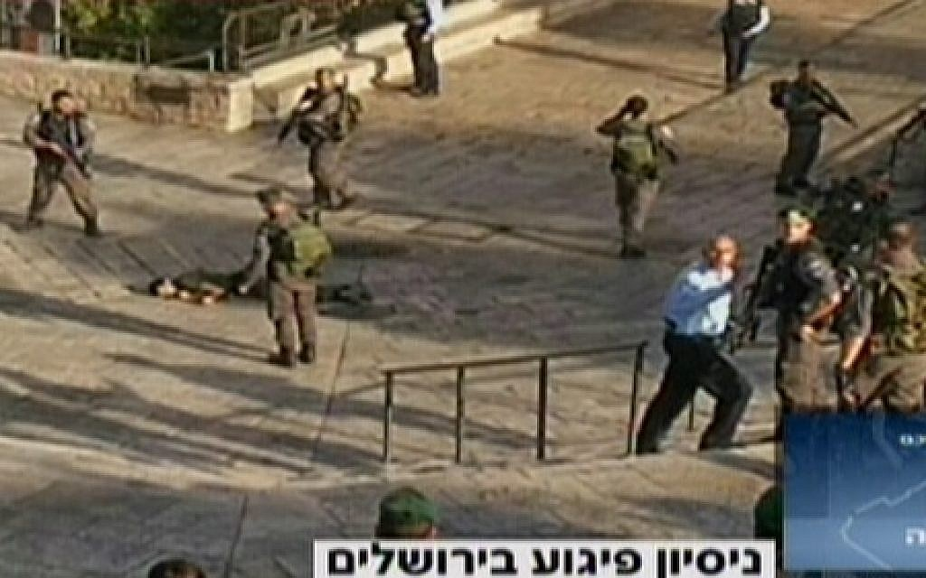 The scene of Wednesday's attempted stabbing outside Jerusalem's Old City in which a Palestinian was shot by Israeli forces (screen capture: Channel 2)