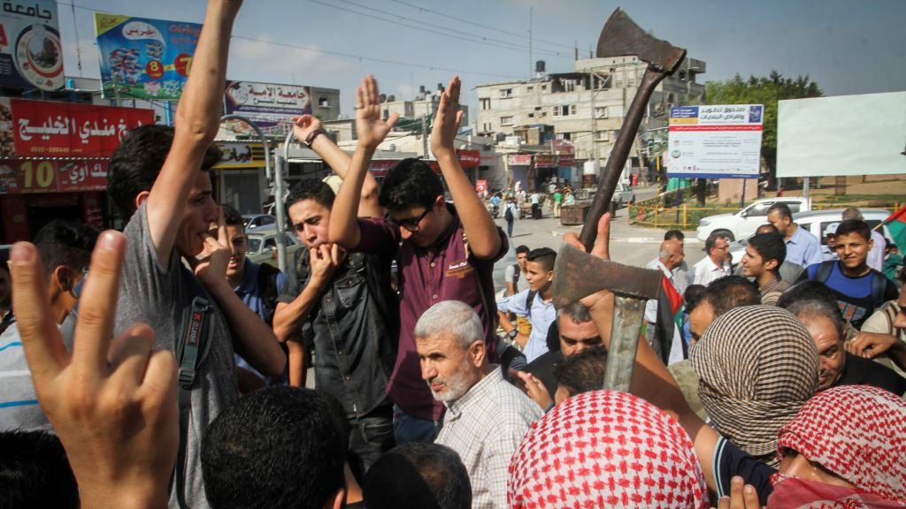 Palestinians take part in an anti-Israel protest in the southern Gaza Strip town of Rafah on October 13, 2015 (Abed Rahim Khatib/Flash90)
