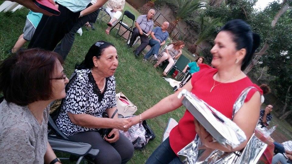 Yasmin Mottahedeh greets old neighbors (Courtesy)