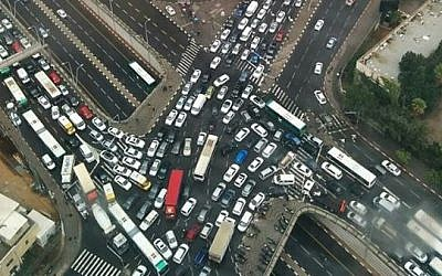 Severe traffic on the Ayalon Highway in Tel Aviv on October 28, 2015. (Simcha Simon, courtesy)