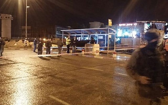 Israeli security forces attend the scene of stabbing attack at a bus stop at the Gush Etzion settlement bloc in the West Bank, on October 27, 2015 (photo courtesy of Gush Etzion Regional Council)