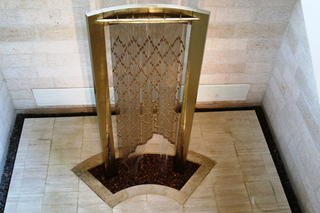 The Hadani fountain at Brigham Young University's Jerusalem Center (Shmuel Bar-Am)