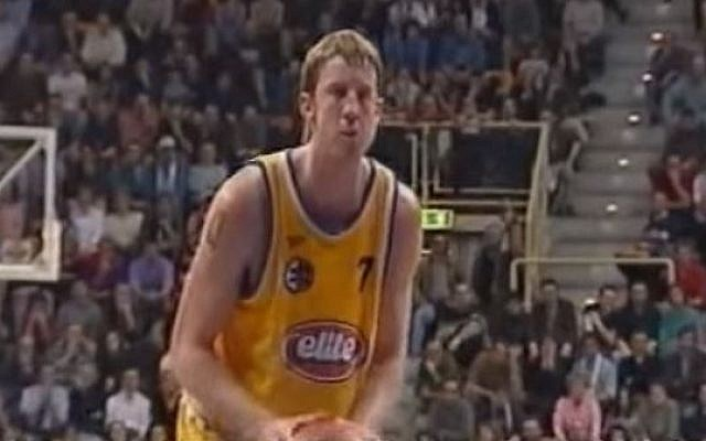 Nate Huffman playing for Maccabi Tel Aviv against Obiettivo Lavoro Bologna in the 2000-2001 FIBA Euroleague. (Screenshot from YouTube)