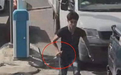 An image from security camera footage showing Muhammad Zakarna, 16, trying to stab Israeli security personnel before being shot and killed at a checkpoint near Jenin on October 24, 2015. (Screen capture: Channel 2)