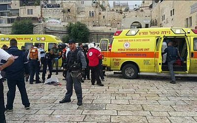 Magen David Adom ambulances and police officers on the scene of a stabbing terror attack in Jerusalem's Old City on Wednesday, October 7, 2015. (Courtesy Magen David Adom)