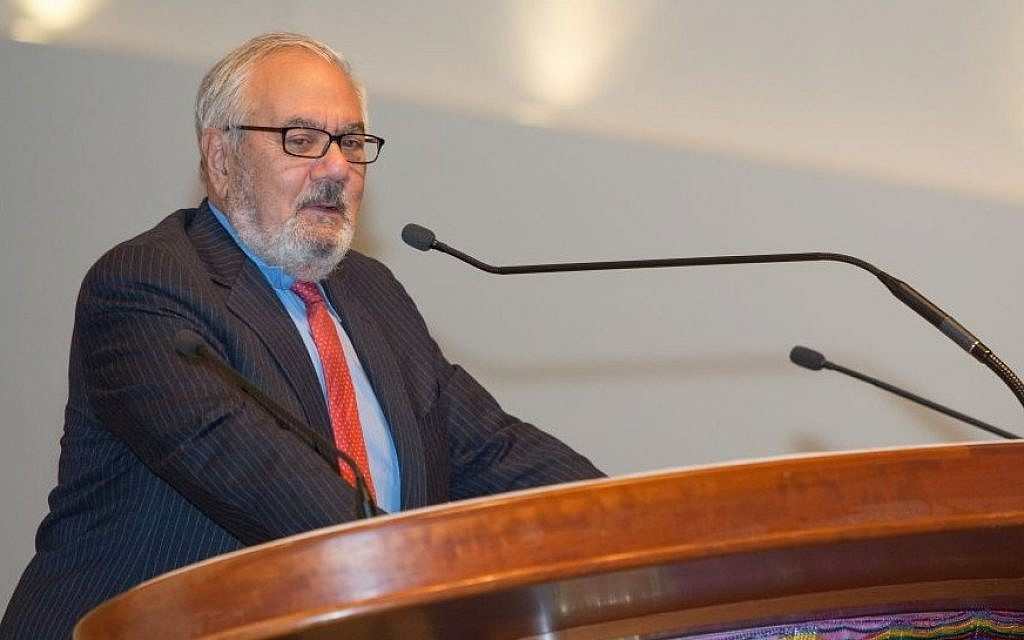 Former US congressman Barney Frank addressed congregants at Boston's Temple Israel on October 16, 2015. (Elan Kawesch/The Times of Israel)