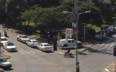Police vehicles in Givatayim searching for a suspicious vehicle, October 15, 2015. (screen capture/Ynet)
