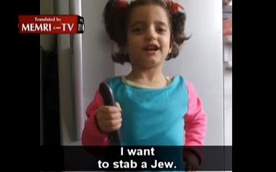 """A young Palestinian-Jordanian girl holds knife, says: """"I Want to Stab a Jew"""" (MEMRI screenshot)"""