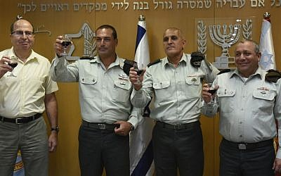 Defense Minister Moshe Ya'alon (left) raises a glass with incoming OC Southern Command Maj. Gen. Eyal Zamir (second left), outgoing OC Southern Command Maj. Gen. Sami Turgeman and IDF Chief of General Staff Lt. Gen. Gadi Eisenkot (right). (IDF Spokesperson's Unit)