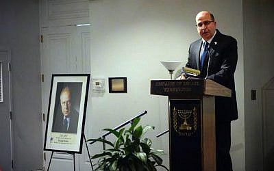 Defense Minister Moshe Ya'alon during a speech at a memorial event in Washington DC to mark the 20th anniversary of the late prime minister Yitzhak Rabin's assassination, October 26, 2015 (Ariel Hermoni/Defense Ministry)