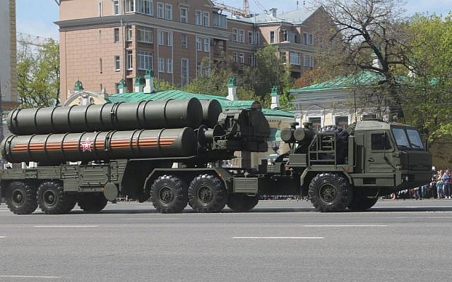 The S-400 anti-aircraft missile system on display in Russia. (CC BY-SA Соколрус/Wikimedia)