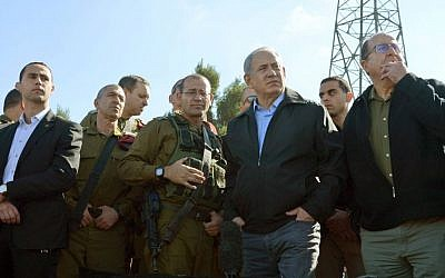 Prime Minister Benjamin Netanyahu and Defense Minister Moshe Ya'alon visit the Gush Etzion Junction on Monday, November 23, 2015. (GPO)