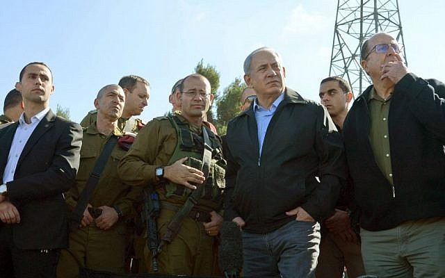 Prime Minister Benjamin Netanyahu and Defense Minister Moshe Ya'alon visit the Gush Etzion Junction on Monday, November 23, 2015. (GPO)