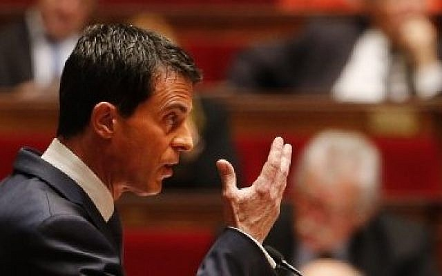 French Prime Minister Manuel Valls addresses lawmakers who are debating a measure that would extend a state of emergency, at the National Assembly in Paris on November 19, 2015. (AFP/Francois Guillot)