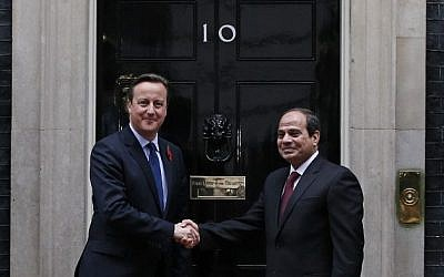British Prime Minister David Cameron shakes hands with Egyptian President Abdel Fattah al-Sissi as he welcomes him to 10 Downing Street in central London on November 5, 2015.  (AFP / ADRIAN DENNIS)