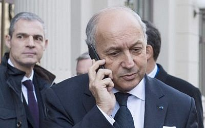 French Foreign Minister Laurent Fabius speaks on the phone as he arrives for a conference on Syria in Vienna, Austria, on November 14, 2015. (AFP PHOTO/JOE KLAMAR)