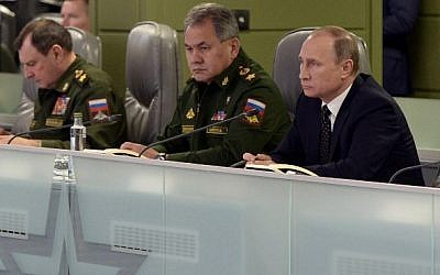 Russian President Vladimir Putin, right, accompanied by Defense Minister Sergei Shoigu, center, meets with top military officials at the National Defense Control Center of the Russian Federation, Moscow, November 17, 2015. (AFP/Sputnik/Alexei Nikolsky)