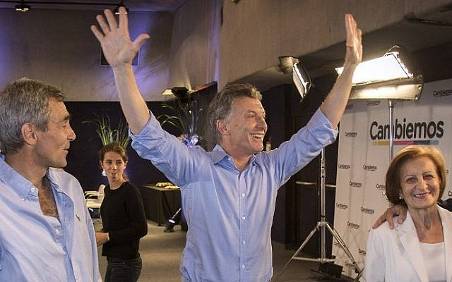 Argentinian presidential candidate Mauricio Macri (center) celebrates after getting the first results of the presidential run-off election in in Buenos Aires on November 22, 2015 (AFP PHOTO/ Cambiemos - Juan Marcelo Baiardi)