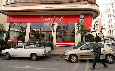 """A man walks past the fried chicken shop """"KFC Halal"""", using the brand name of US fast food giant KFC, after it was closed by Iranian police, on November 3, 2015, in the capital Tehran. (AFP PHOTO / STR)"""