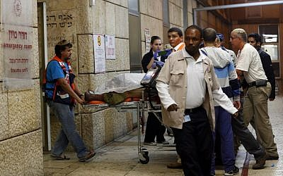 A wounded Israeli soldier arrives at Hadassah Ein Kerem hospital in Jerusalem on November 6, 2015, after he was shot and seriously hurt south of Hebron. (AFP PHOTO/AHMAD GHARABLI)