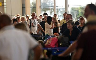 Russian tourists arrive at the airport in Egypt's Red Sea resort of Sharm El-Sheikh on November 9, 2015. (AFP/ MOHAMED EL-SHAHED)