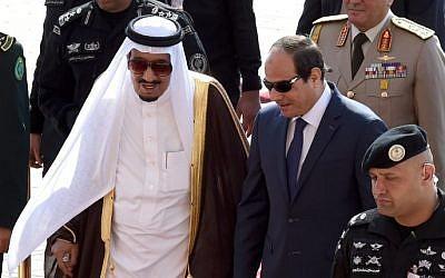 Saudi King Salman bin Abdulaziz (L) welcomes Egyptian President Abdel-Fattah el-Sissi at Riyadh international airport on November 10, 2015, (Fayez Nureldine/AFP)