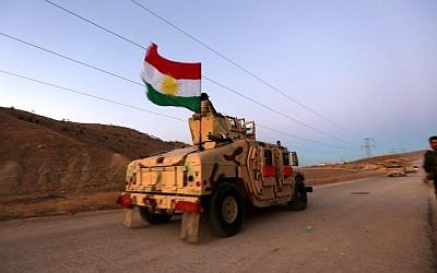 Iraqi Kurdish forces take part in an operation backed by US-led strikes in the northern Iraqi town of Sinjar on November 12, 2015, to retake the town from the Islamic State group and cut a key supply line to Syria. (AFP PHOTO / SAFIN HAMED)
