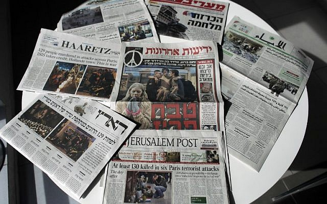 Illustrative photo of Israeli newspapers. November 15, 2015  (Photo by AFP Photo / Ahmad Gharabli)