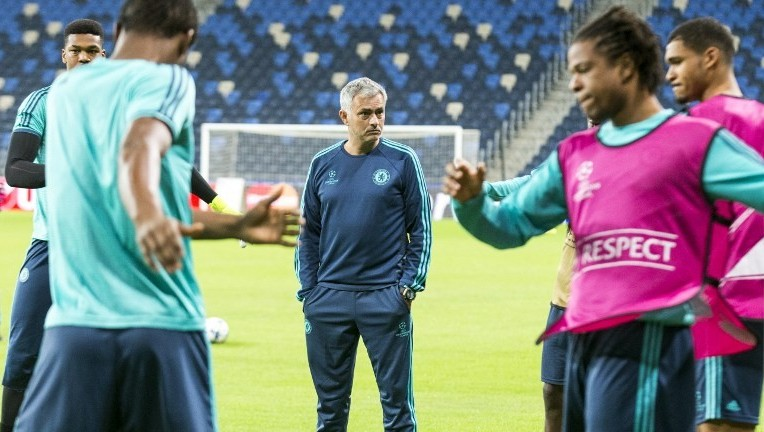 Chelsea's Portuguese head coach Jose Mourinho oversees a training session at the Sammy Ofer Stadium in the Israeli coastal city of Haifa on November 23, 2015, on the eve of their UEFA Champions League group G football match against Maccabi Tel Aviv. (AFP/ JACK GUEZ)