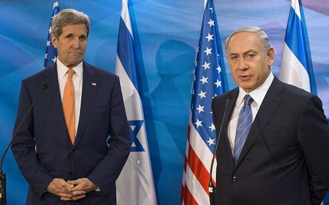 Prime Minister Benjamin Netanyahu, right, and US Secretary of State John Kerry speak to the press during a meeting at the Prime Minister's office in Jerusalem, November 24, 2015. (AFP/POOL/ATEF SAFADI)