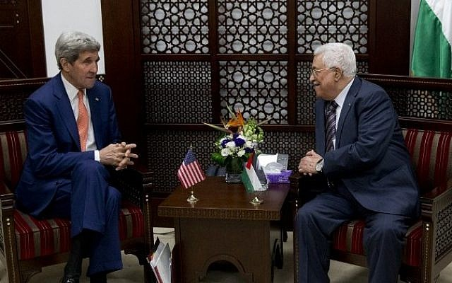 US Secretary of State John Kerry (L) meets with Palestinian president Mahmoud Abbas upon his arrival to the West Bank city of Ramallah on November 24, 2015.  (AFP PHOTO/POOL/JACQUELYN MARTIN)