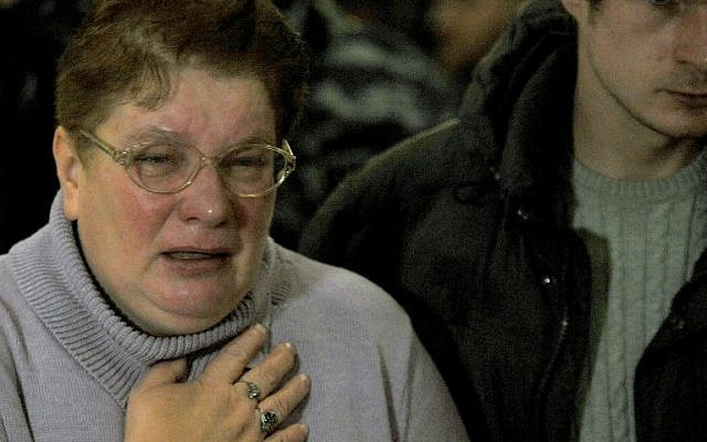 Relatives react at Pulkovo international airport outside St Petersburg after an Airbus A321 of Russian airline Kogalymavia with 224 people on board crashed in a mountainous part of Egypt's Sinai Peninsula on October 31, 2015. (AFP PHOTO / OLGA MALTSEVA)