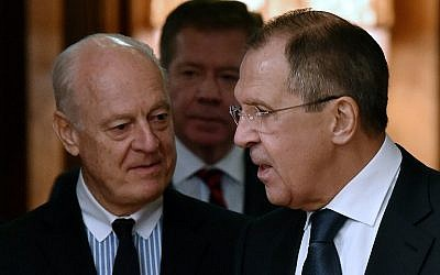 Russian Foreign Minister Sergei Lavrov greets UN envoy for Syria Staffan de Mistura upon his arrival for a meeting in Moscow on November 4, 2015. (Photo by AFP Photo / Kirill Kudryavtsev)