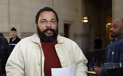 Controversial comic Dieudonne M'bala M'bala arriving at a Paris courthouse,  March 12, 2015. (AFP PHOTO / LOIC VENANCE)