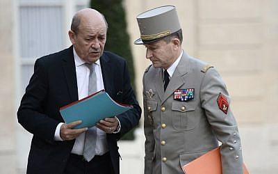French Chief of the Defense Staff General Pierre de Villiers (R) and French Defense minister Jean-Yves Le Drian arrive at the Elysee Palace in Paris for a security meeting on November 14, 2015, following a series of coordinated attacks in and throughout Paris which left more than 120 people dead. (AFP PHOTO / STEPHANE DE SAKUTIN)