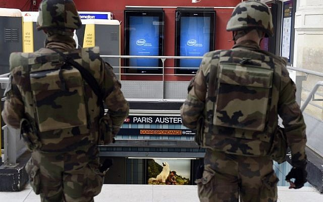 Military soldiers patrol the Austerlitz train station in Paris on November 14, 2015. (AFP PHOTO/ALAIN JOCARD)