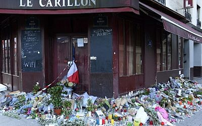 Flowers, notes and candles seen on November 15, 2015, at a memorial site outside the Carillon Bar, in the 10th District of Paris, for victims of the terrorist attacks in Paris, France, on November 13, 2015. (AFP/Bertrand Guay, File)