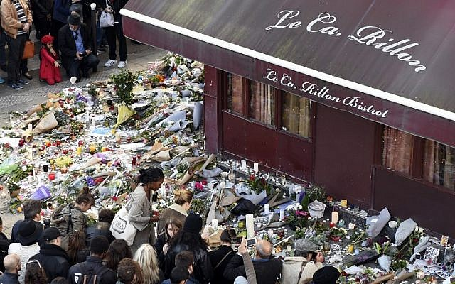 People gather at a makeshift memorial in front of Le Carillon restaurant in the 10th district of Paris, on November 15, 2015. (AFP/Alain Jocard)