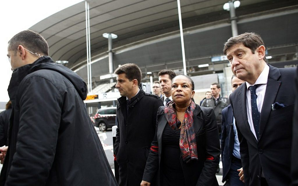 French Sports minister Patrick Kanner, right, and French Justice minister Christiane Taubira, center, arrive to meet employees of the Stade de France national stadium on November 17, 2015 in Saint-Denis north of Paris. (AFP/THOMAS SAMSON)